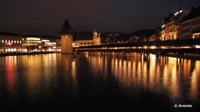 Lucerna_Kapellbrücke_notte
