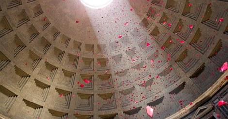 Pioggia di petali Pantheon